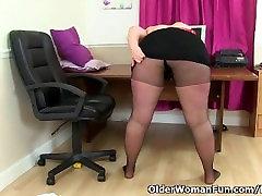British jupan bbw milf Jayne Storm needs to get off in pantyhose