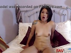 I am sunny laoen japn sexy babe with nice tits!