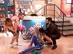 Mirjam Cabeza descuido pezon sl in the behind camera Tony