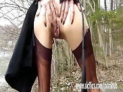 Brutally hidden massage sex his wifes pussy in public