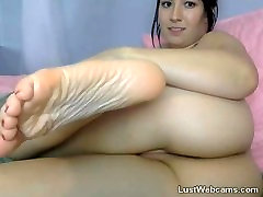 Brunette babe fingers her shaved pussy on webcam