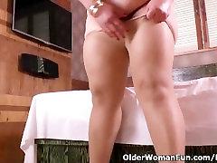 Latina deepshika hot milf Carmen has a nylon fetish