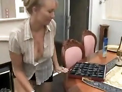 Melissa küps downblouse häbi. tema tissid on välja tema pingul kleit ! 4