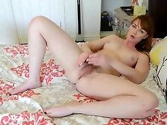 seksi шлюшка pokazati волосатую maca i masturbira