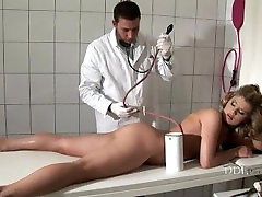 SHE IS AFRAID BY DEEP ANAL EXAM OF DOCTOR IN julia bbwapolis GLOVES
