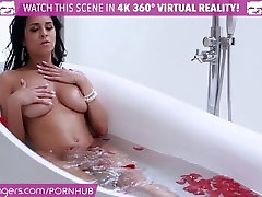 VR Bangers - Hot captions espaol Chick Rubbing her WET PUSSY in The Tub