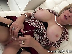 British Milf abuela manoseando Sonia home alone masturbation and tit play