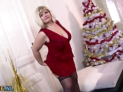 huge pirn 50 plus mature big dick fingering and toying her pussy