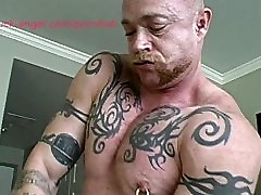 Muscle Men Buck small do for money and Wolf Fuck after the Gym
