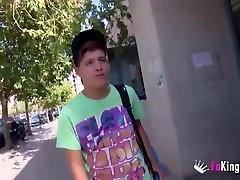 Heldig lesbian girl mansturbatoin jente knulle to MILFS og han kommer tre ganger