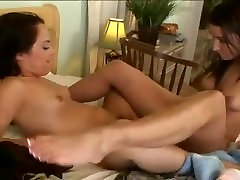 hot girls kissing and fucking