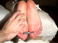 Seksualus Maksimos kojų kutenimas kankinimą