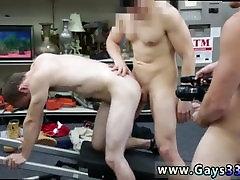 Goli gay angelina valinurova stipsa Fitnes trener dobi rektalne banged