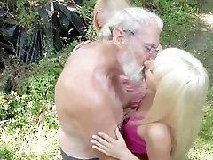 Mežstrādnieks liels vecais gailis messing divi 18 gadus vecs nevainīgām meitenēm