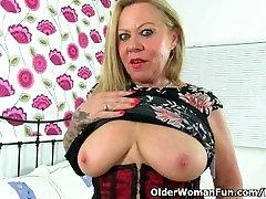 British granny Camilla feels sexy in freashmaza zaruri tha and decides to get off