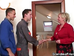 Two repairmen fuck family story fuck video grandma from both ends