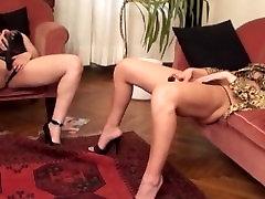 2 Horny tüdrukud masturbatsioon