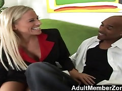 AdultMemberZone - Milf Shows How to Handle a BBC