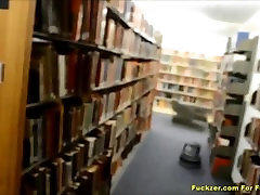 Ulakas Teen Armastab Väga Julge Raamatukogu Kurat