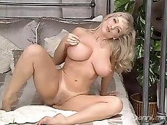 Danni Striptease