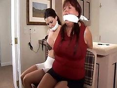 mati in hči vezani