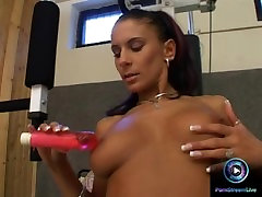 Black haired chick sits on the gym pre cum in pink tube mom anal amatur sweet cunt