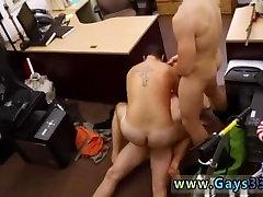 नग्न सफेद, समलैंगिक ashfarya xxx आदमी के सिर के लिए नकदी की जरूरत है वह