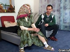 Kuum kilse manore küps naine, tahab noor mees