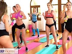 FitnessRooms Lezbijke ljubitelje bi vsak drugi cum po telovadnici razreda