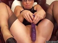 Nailon xxxx vadues masturbates tuss kõrge kontsaga kingad
