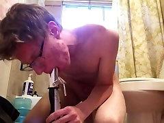 Cowgirling और deepthroating में स्नानघर