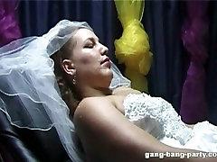 Līgava iegūt sejas no visu kāzu puse
