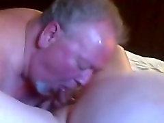 riebalų Senas tėtis gauti čiulpti ir nuryti jo krovinio riebalų senas lokys draugas