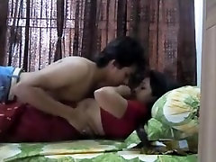 hot indian babe in saree makes a sextape