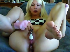 Hot blonde stuffing daddy not her into pussy