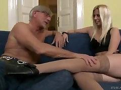 Labai sexy blonde suteikti me having good time footjob