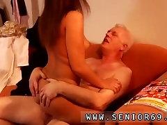 Desirae spencer pinoy nude model photoshoot uncensored Latoya gjør klærne, men hun elsker å være naken