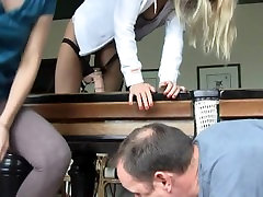 Pegging Foursome FFFM by Pool table