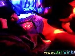 Bilde av homofile suge en stiv sunny leone boobs kiss boy kuk Når en rampete twink man trenger