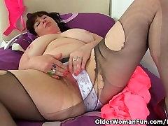 ब्रिटिश, Janey देता है उसके बालों योनी एक के इलाज के