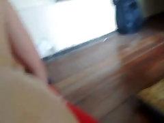 Chilena jugando con un consolador