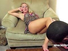 Dre Hazel Foot Cleaning