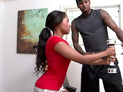 Ebony beauty Tiffan Monroe fucked by her personal trainer