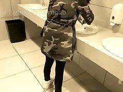 जोखिम भरा सार्वजनिक, big gamble on big titts शौचालय redhead pawg summer - लौरा Fatalle