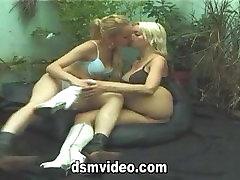 DSM Kissing Footsie 2