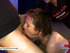 Sarah Schluckt the little fuck machine