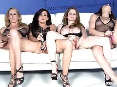 Quattro bellissime pornostar masturbarsi insieme
