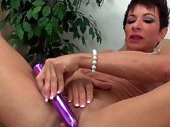 german online khmer asian big teeth toying her huge clit