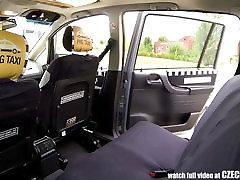 Neverjetno Spola V Taxi Cab