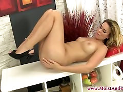 Masturbating solo puffypeach in young suny heels